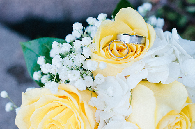 wedding rings yellow and white bouquet