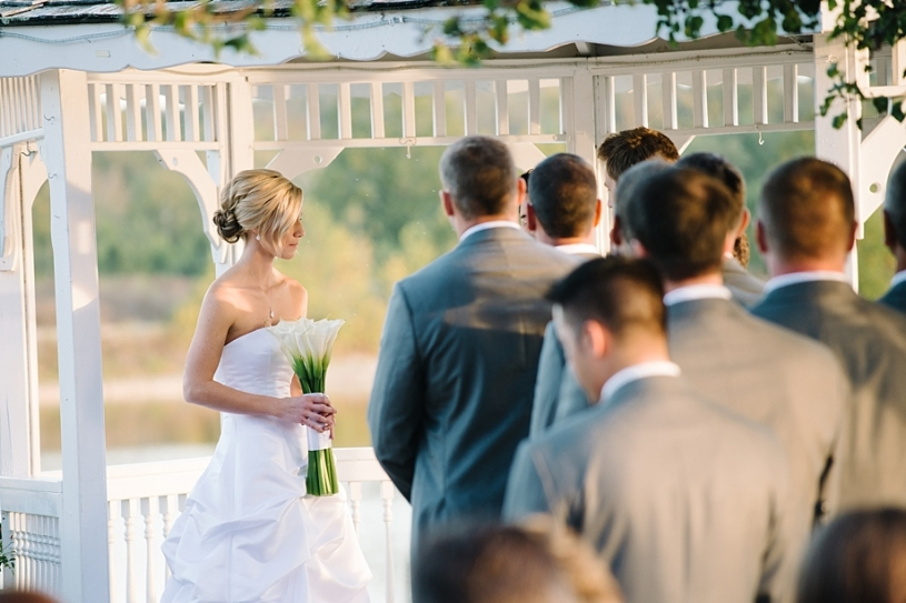 outdoor wedding ceremony at lake lyndsay lodge