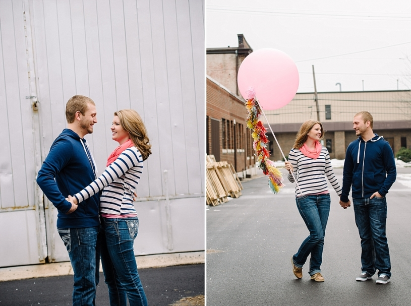 engagement photos with big balloon